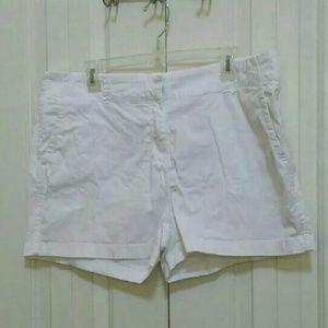 Vineyard Vines White Shorts Size 16